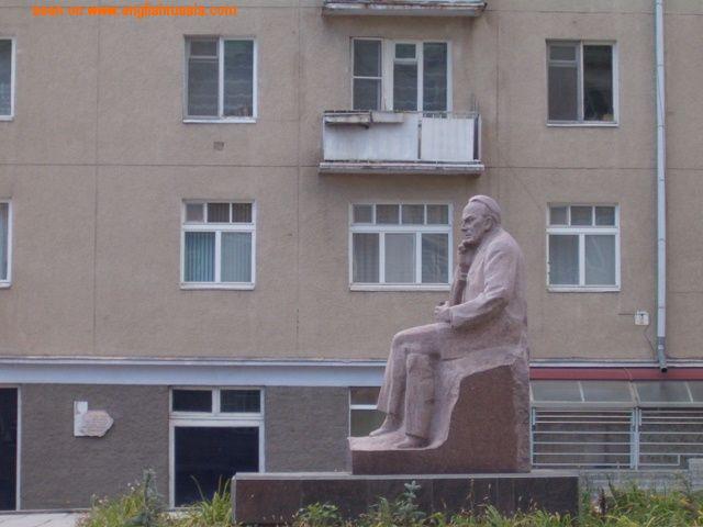 masturbating monument